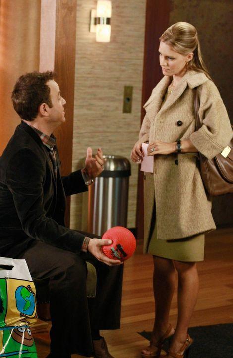 Wird ihre Liebe, der neuen Situation standhalten? Charlotte (KaDee Strickland, r.) und Cooper (Paul Adelstein, l.) ... - Bildquelle: ABC Studios