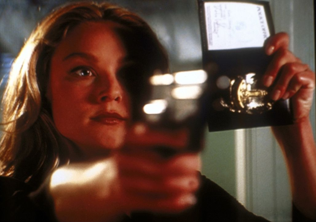 Die charmante Kate (Elisabeth Röhm) entpuppt sich als Undercover-Polizistin. - Bildquelle: TM +   2000 Twentieth Century Fox Film Corporation. All Rights Reserved.