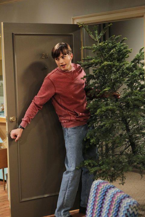Weihnachten steht vor der Tür. Walden (Ashton Kutcher) alias Sam Wilson wohnt mit seiner neuen Freundin Kate in ihrer kleinen Wohnung. Da Kates Eink... - Bildquelle: Warner Brothers Entertainment Inc.