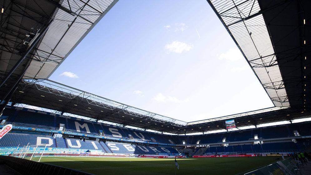 Der Platz im Duisburger Stadion wird für das Köln-Spiel nicht bespielbar sei... - Bildquelle: imago