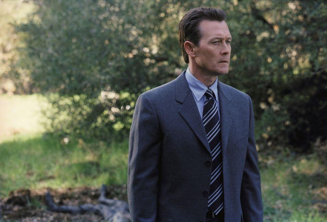 John Doggett (Robert Patrick) findet dank eines wertvollen Hinweises den Mörder seines Sohnes Luke. - Bildquelle: TM +   Twentieth Century Fox Film Corporation. All Rights Reserved.