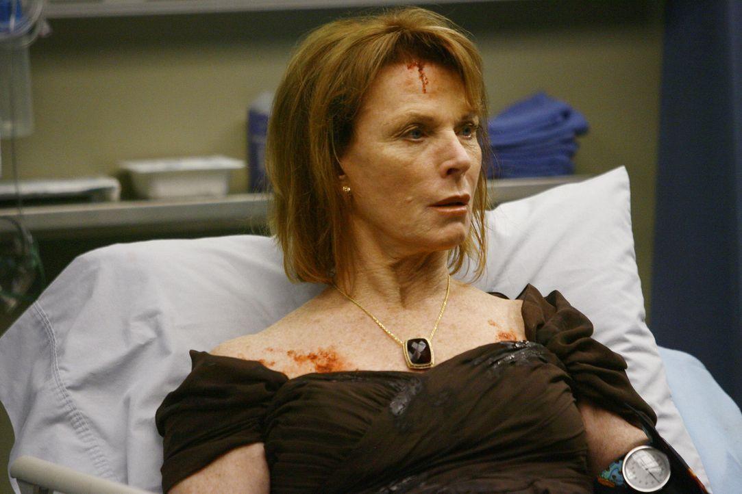 Nach und nach wird klar, dass Bettys (Mariette Hartley) Gehirn irreparabel beschädigt ist. Sie fragt alle 30 Sekunden, was passiert ist ... - Bildquelle: Touchstone Television