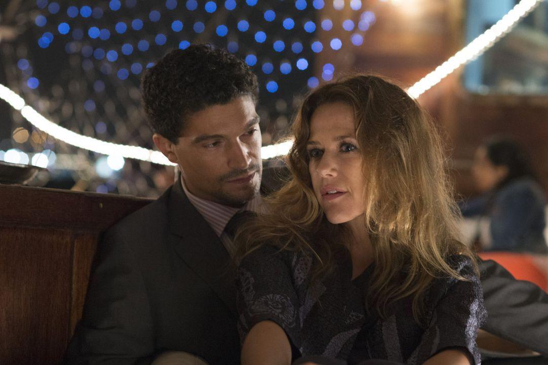 Wenn Verena (Alexandra Neldel, r.) bei Khalid (Mido Hamada, l.) in Dubai leben will, muss sie ihr Leben von Grund auf ändern. Ist ihre Liebe stark g... - Bildquelle: Sylvia Zeitlinger SAT.1