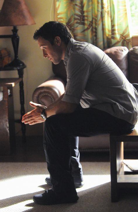Versucht, seine Mutter und seine Schwester wieder zueinander zu bringen: Steve (Alex O'Loughlin) ... - Bildquelle: 2012 CBS Broadcasting, Inc. All Rights Reserved.