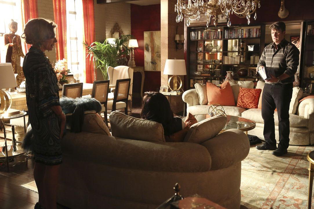 Nach einem Vorfall bei Ermittlungen in einem neuen Mordfall gerät Castle (Nathan Fillion, r.) in eine Parallelwelt. Nun muss er seiner Tochter Alexi... - Bildquelle: ABC Studios