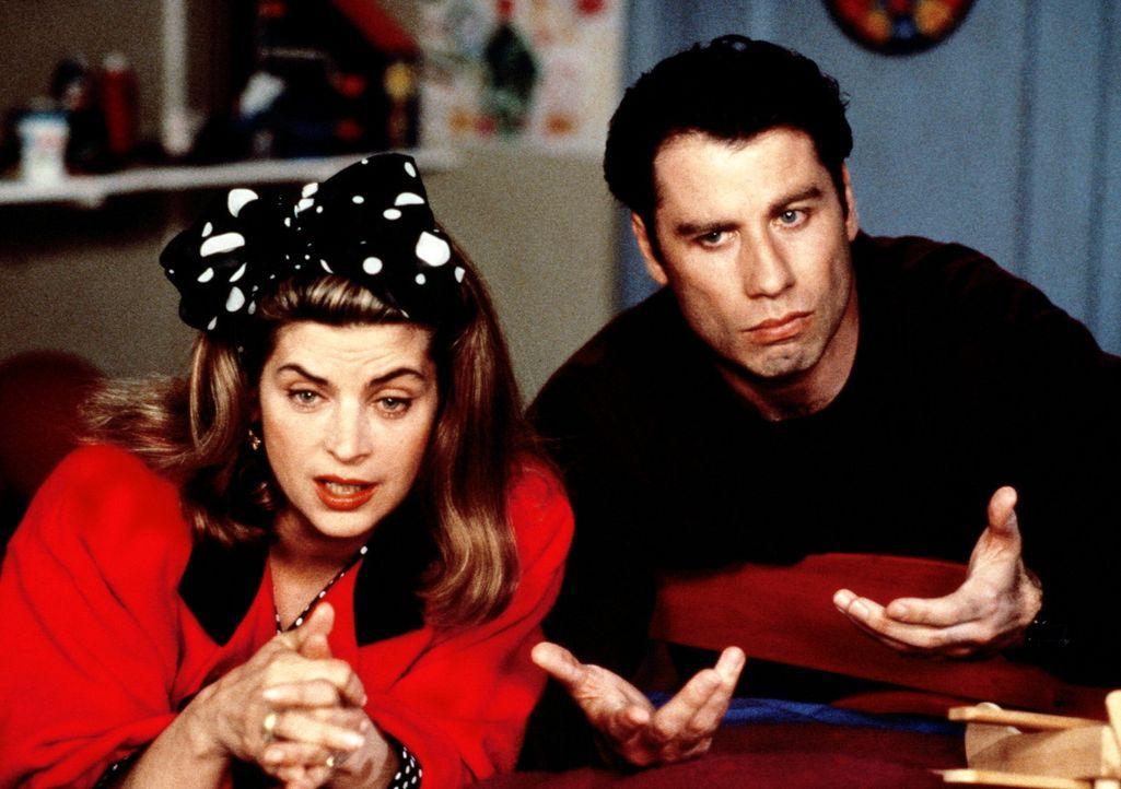 Elterlicher Erklärungsnotstand bei Familie Ubriacco: Mollie (Kirstie Alley, l.) und James (John Travolta, r.) müssen zwar nicht die Bienen und die... - Bildquelle: TriStar Pictures