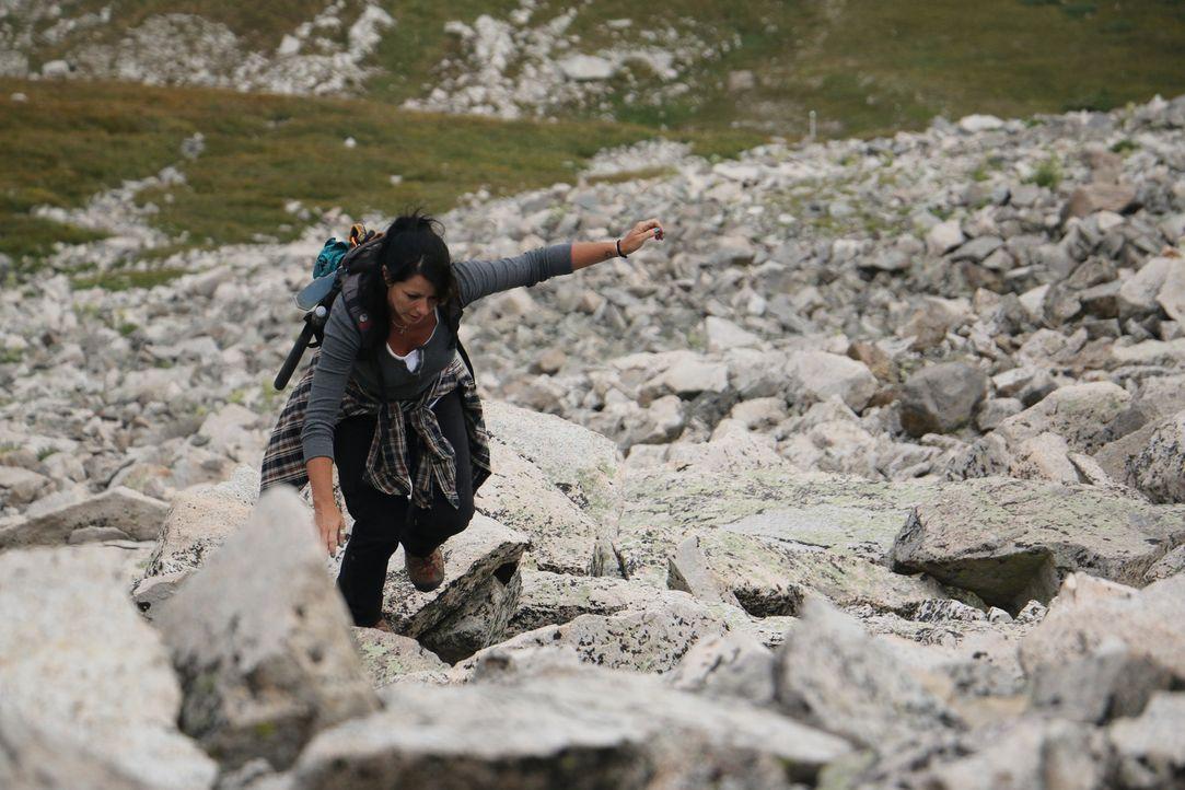 Werden sich ihre Mühen lohnen und ihr einen guten Fund einbringen: Jessica auf dem Mount White ... - Bildquelle: High Noon Entertainment, 2015