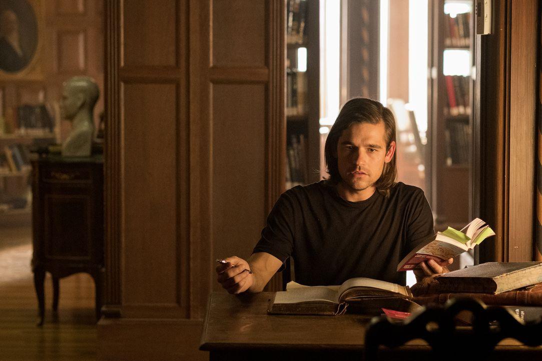 Nachdem Quentin (Jason Ralph) erkannt hat, dass er mit der neuen Version von Alice verbunden ist, macht sie ihm das Leben zur Hölle. Findet er einen... - Bildquelle: Eike Schroter 2016 Syfy Media, LLC