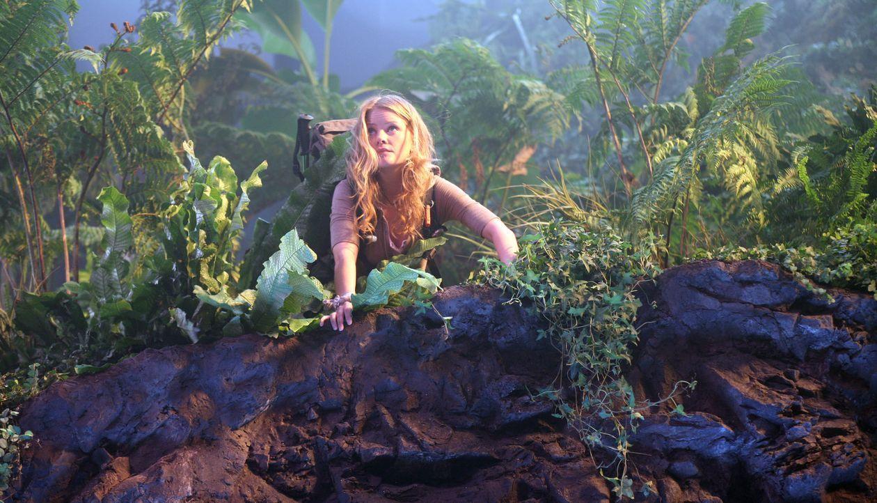 Ist fasziniert von der farbenprächtigen Flora: Hannah (Anita Briem)... - Bildquelle: 2007 New Line Productions, Inc. and Walden Media, LLC.