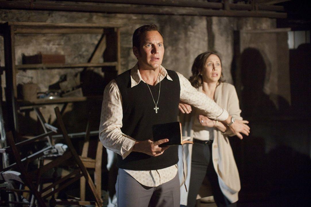 Ed (Patrick Wilson, l.) und Lorraine Warren (Vera Farmiga, r.) sind mit allen Wassern gewaschene Spezialisten für paranormale Geschehnisse. Doch was... - Bildquelle: Warner Brothers