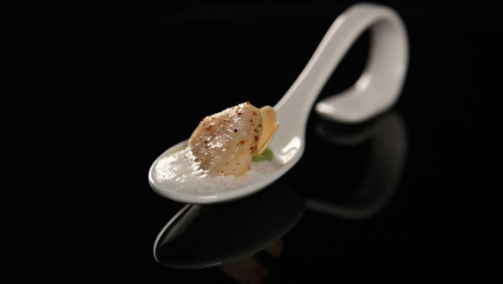 Jakobsmuschel mit Avocado-Crème & Mandelmilchschaum
