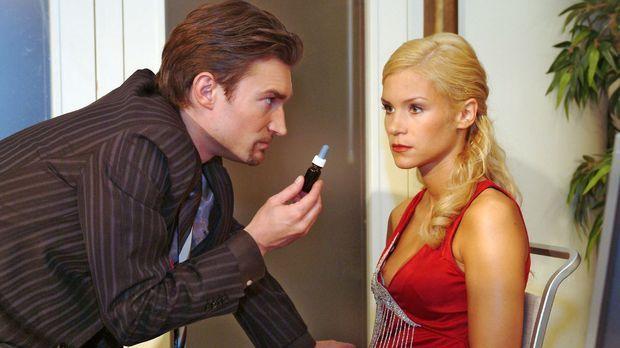 Sabrina (Nina-Friederike Gnädig, r.) hat Richards (Karim Köster, l.) Gefühle...