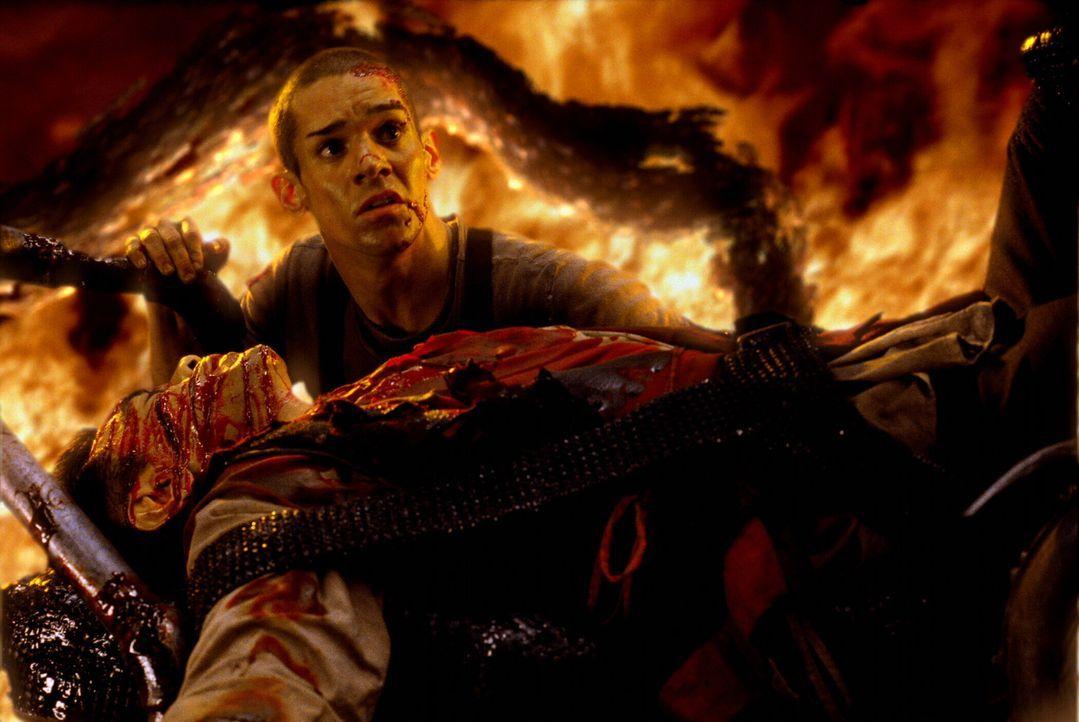 Angesichts der drohenden Katastrophe kämpfen die Bewohner (Clayton Watson) der letzten menschlichen Bastion nicht nur um ihr eigenes Leben, sondern... - Bildquelle: Warner Bros.
