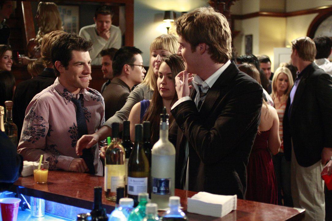 Partytime bei den Studentenverbindungen: Michael (Max Greenfield, l.) und Evan (Jake McDorman, r.) ... - Bildquelle: ABC Family