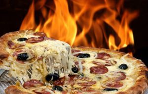 Grillen_2015_07_14_Pizza grillen_Bild 2_Fotolia_sattriani