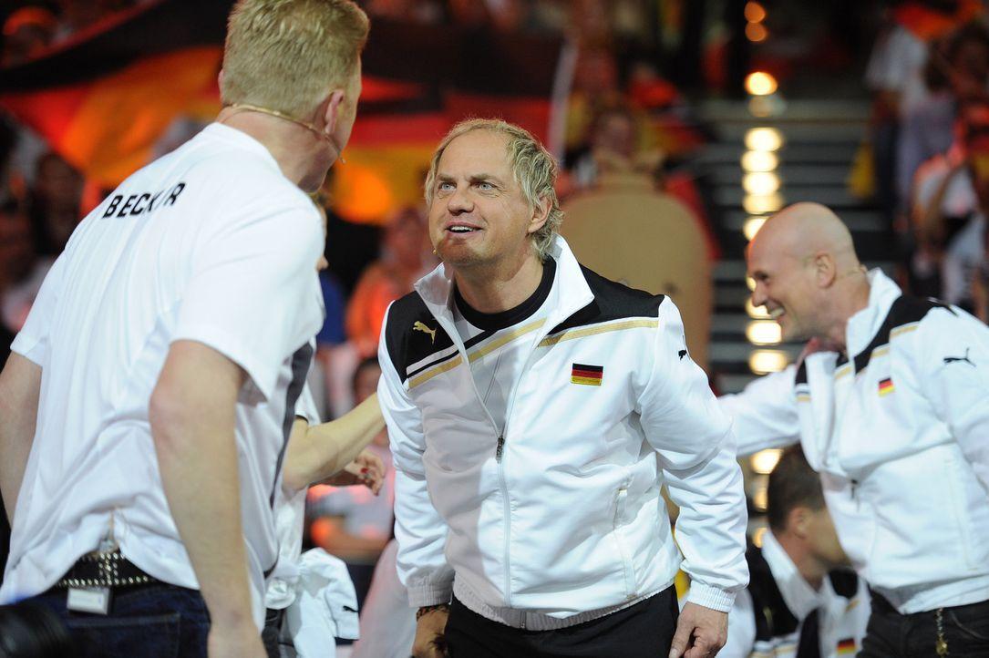 """2010 verliert die deutsche Promi-Auswahl in der SAT.1-Show """"Deutschland gegen Holland - das Duell"""" gegen die niederländischen Stars. Jetzt gibt es... - Bildquelle: Willi Weber SAT.1"""