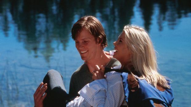 Das frisch verheiratete Paar Julianne (Tara Reid, r.) und Mitch (Kip Pardue,...