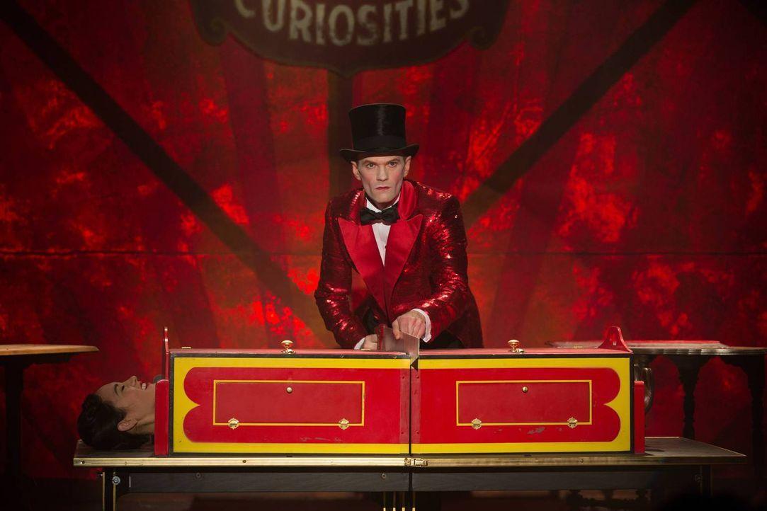 Kann mit seinen Zaubertricks die Zuschauer begeistern: Chester Creb (Neil Patrick Harris) ... - Bildquelle: 2014-2015 Fox and its related entities. All rights reserved.