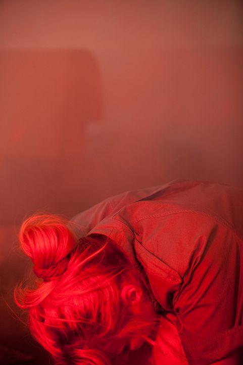 Wird sie überleben? Beim Absturz der Air Ontario-Maschine 1363 am 11.März 1989 kauert die blonde Passagierin ängstlich hinter dem Vordersitz, als pl... - Bildquelle: Darren Goldstein Cineflix 2009