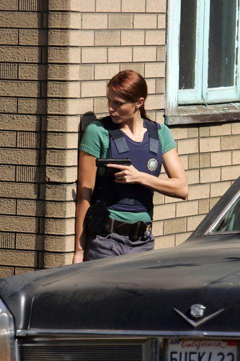 Grace Van Pelt (Amanda Righetti), ebenfalls rothaarig, muss  als Köder herhalten, um den Mörder fassen zu können. Doch kurz bevor die Falle zuschnap... - Bildquelle: Warner Bros. Television