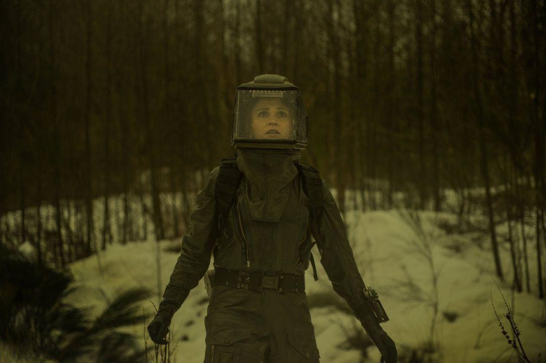 Wie weit muss Clarke (Eliza Taylor) gehen, um ihren Freunden das Leben zu retten? - Bildquelle: 2016 Warner Brothers