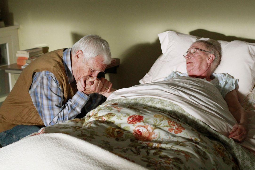 Müssen Abschied voneinander nehmen: Roy (Orson Bean, l.) und Mr. McClusky (Kathryn Joosten, r.) ... - Bildquelle: ABC Studios