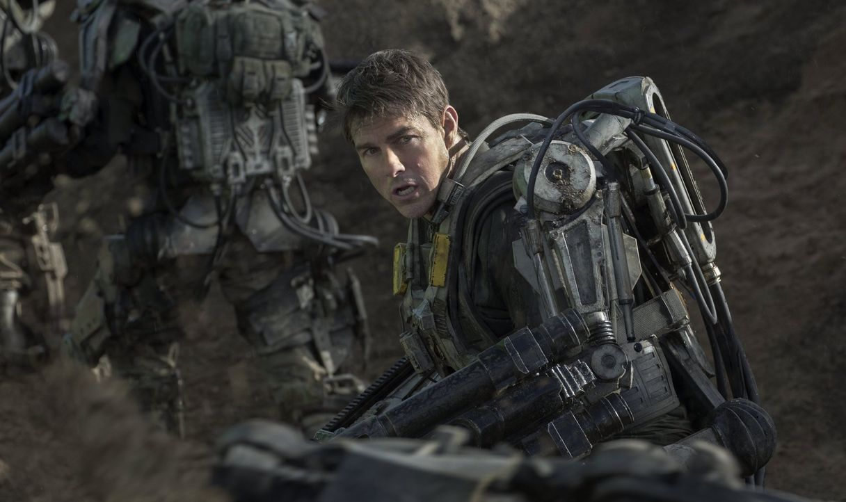 Als die Welt von einer technologisch weit überlegenen Alienrasse, den Mimics, überfallen wird, wird Major Bill Cage (Tom Cruise) gegen seinen Willen... - Bildquelle: Warner Bros. Television