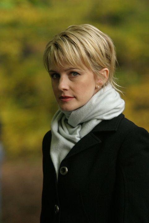 Det. Lilly Rush (Kathryn Morris) muss sich mit dem Mord an einer Frau beschäftigen, die ertränkt im Teich des Luxusviertels Chestnut Hill gefunden... - Bildquelle: Warner Bros. Television