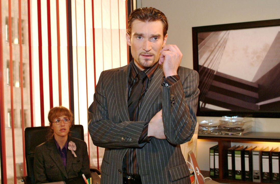 Als Richard (Karim Köster, r.) merkt, dass Lisa (Alexandra Neldel, l.) misstrauisch wird, spielt er ihr verletzte Gefühle vor ... (Dieses Foto von A... - Bildquelle: Monika Schürle Sat.1