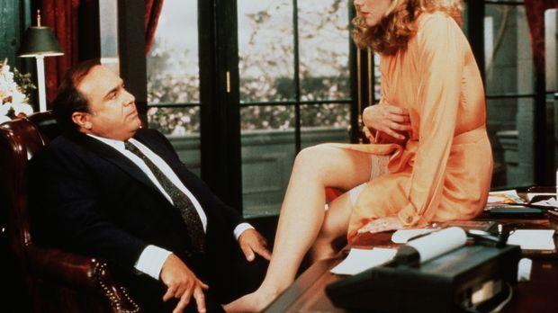 Barbara (Kathleen Turner, r.) gibt Scheidungsanwalt Gavin (Danny DeVito, l.)...