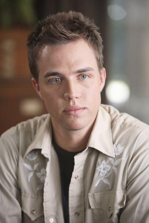 Ist Kyle bei der Suche nach seiner Identität behilflich: Declan (Chris Olivero) ... - Bildquelle: TOUCHSTONE TELEVISION