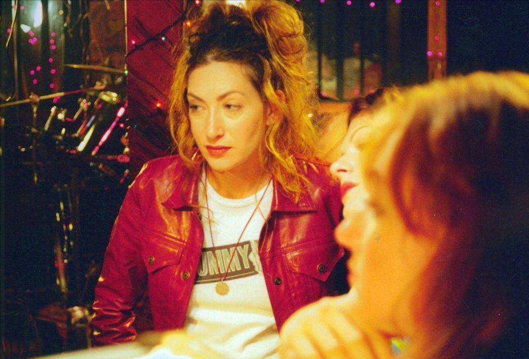 """Jessica (Annabelle Gurwitch, l.) führt gerade ein sozialwissenschaftliches Projekt zum Thema """"100 Tage und Nächte ohne Sex"""" durch. Versuchskaninch... - Bildquelle: Kali Films"""