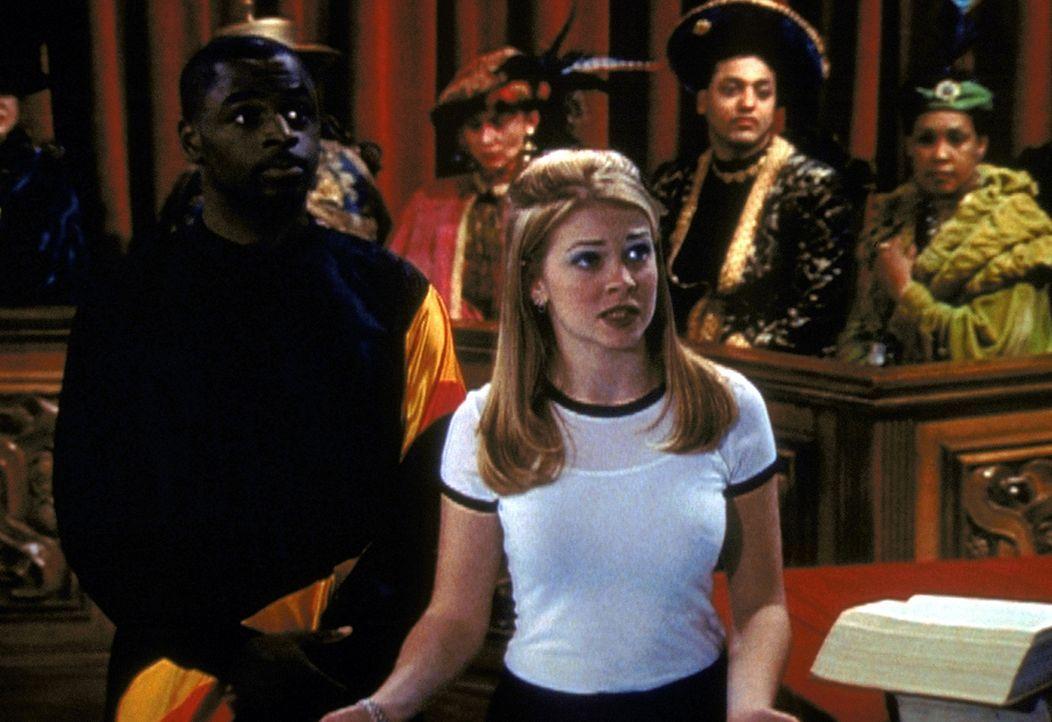 Der Quizmaster (Alimi Ballard, l.) steht Sabrina (Melissa Joan Hart, M.) bei, als sie vor dem Vormundschaftsgericht aussagen muss, bei welcher ihrer... - Bildquelle: Paramount Pictures