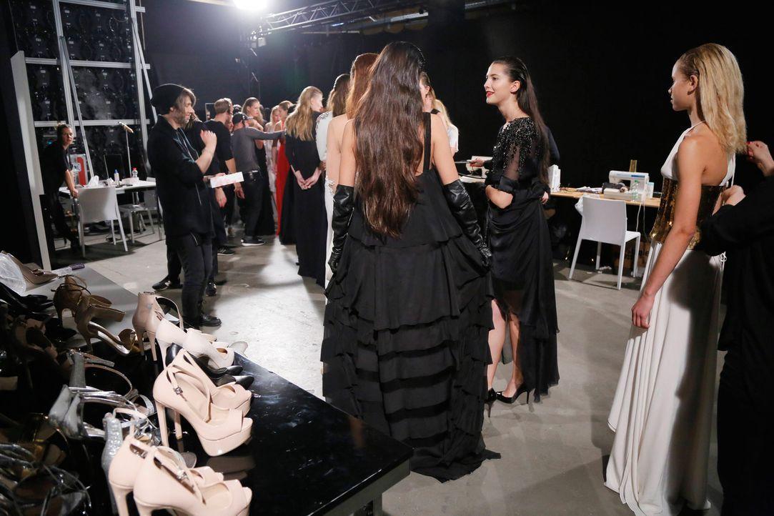 GNTM-Stf11-Epi01-erste-fashion-show-21-ProSieben-Huebner - Bildquelle: ProSieben/Richard Huebner