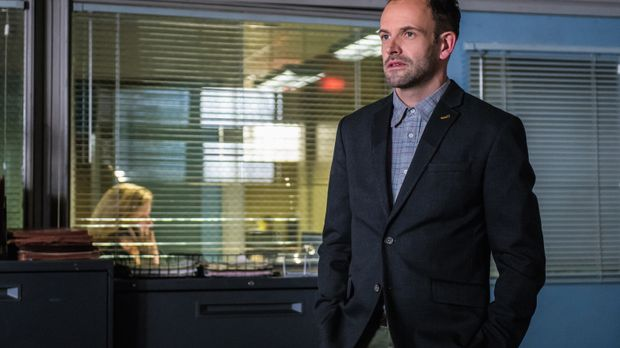 Sherlock Holmes (Jonny Lee Miller) muss die Ermittlungen aufnehmen, als in ei...