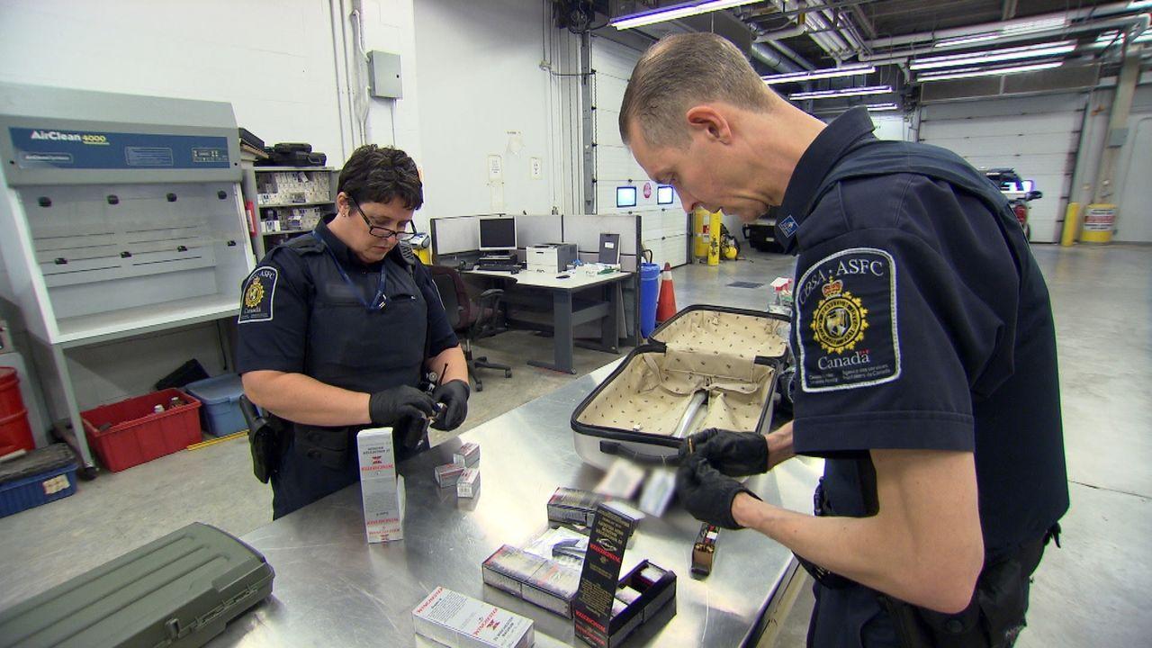 Die Beamten an der kanadischen Grenze haben tagtäglich alle Hände voll zu tun ... - Bildquelle: Force Four Entertainment / BST Media 2 Inc.