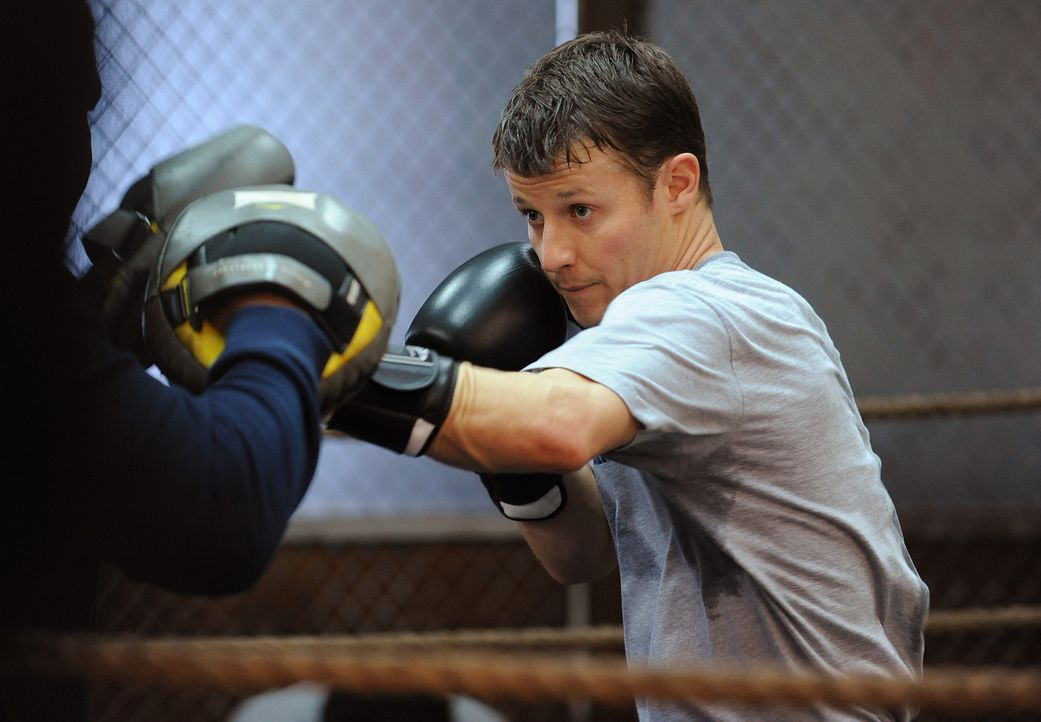 Beim Boxtraining kann Jamie Reagan (Will Estes) seinen Frust loswerden ... - Bildquelle: 2010 CBS Broadcasting Inc. All Rights Reserved