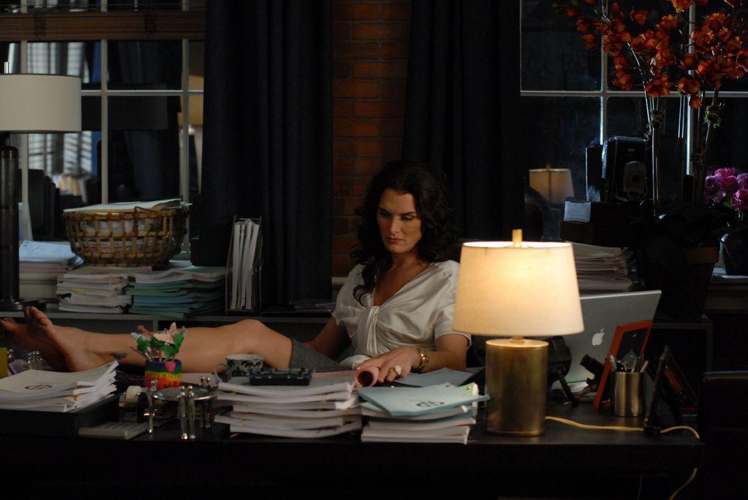 Mutter mit Sorgen: Wendy (Brooke Shields) befürchtet, dass das Enthüllungsbuch ihrer ehemaligen Nanny sie in ein falsches Licht rücken könnte ... - Bildquelle: 2004 NBC, Inc.