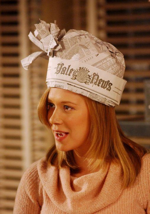 Während Paris (Liza Weil) sich immer mehr auf ihre Affäre mit dem Professor einlässt, beginnt auch Lorelai eine Affäre, die geheim gehalten werden s... - Bildquelle: 2003 Warner Bros.
