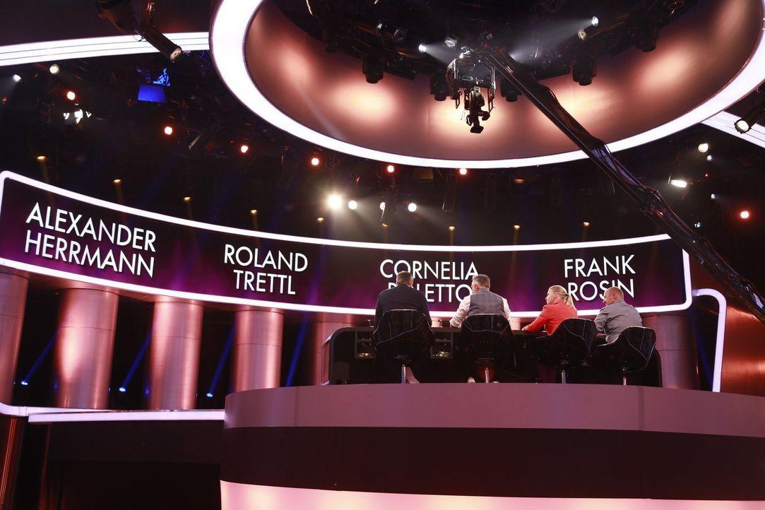 """Bei """"The Taste"""" suchen Cornelia Poletto (2.v.r.), Alexander Herrmann (l.), Frank Rosin (r.) und Roland Trettl (2.v.l.) Deutschlands besten Koch ... - Bildquelle: Benedikt Müller SAT.1"""