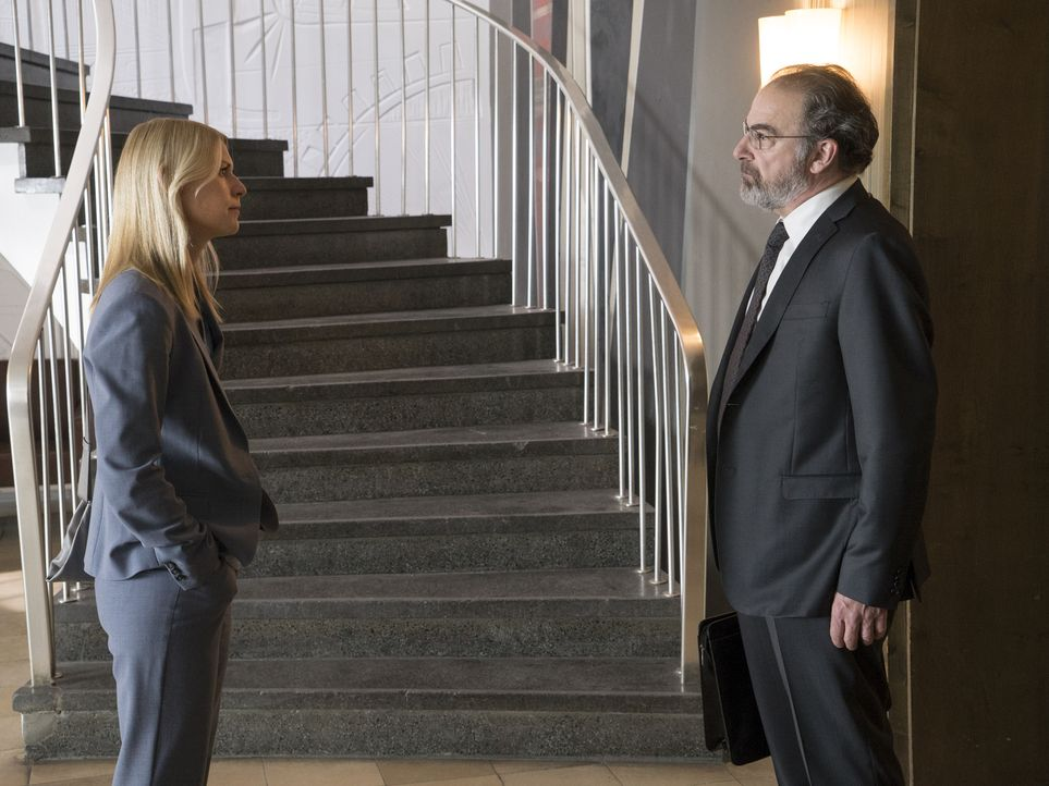 Treffen zufällig wieder aufeinander. Doch können sie ihre Schwierigkeiten aus der Vergangenheit begraben? Carrie (Claire Danes, l.) und Saul (Mandy... - Bildquelle: Stephan Rabold 2015 Showtime Networks, Inc., a CBS Company. All rights reserved.
