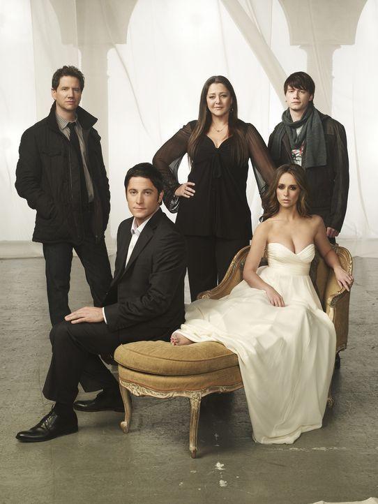 (5. Staffel) - Ned (Christoph Sanders, hinten r.), Delia (Camryn Manheim, M.), Eli (Jamie Kennedy,l.) und Jim (David Conrad, 2.v.l.) sind immer wied... - Bildquelle: ABC Studios