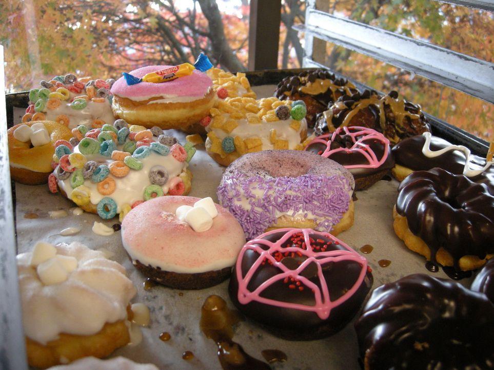 Für die Donuts von Voodoo Doughnuts in Portland muss man auch mal länger in der Schlange stehen, denn sie sind äußerst beliebt und in den USA sehr b... - Bildquelle: Ryder Greene The Travel Channel, L.L.C.