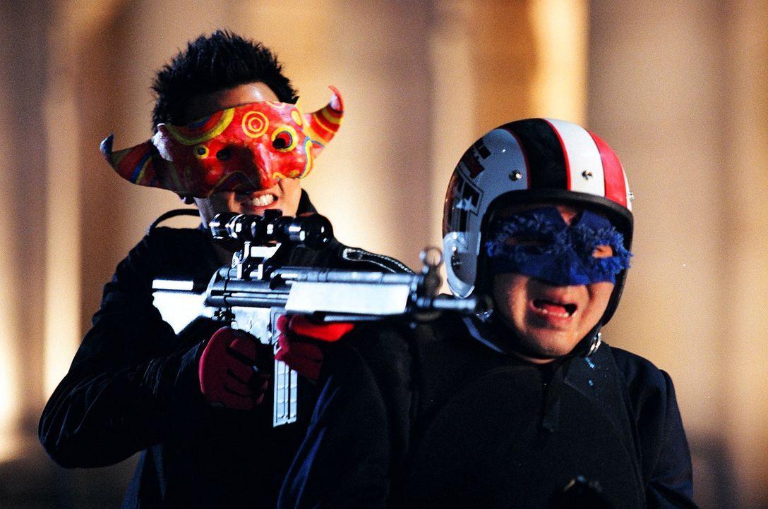 """Verbreitet Angst und Schrecken unter den Cops der Stadt: der Anführer der """"Gang of Five"""" Joe Kwan (Daniel Wu, hinten) ... - Bildquelle: E.M.S."""
