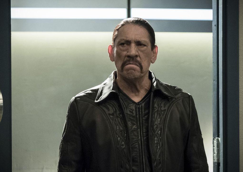 Gypsys Vater (Danny Trejo) macht Jagd auf Cisco, während sich der Rest des Teams mit einem ehemaligen Polizisten herumärgern muss ... - Bildquelle: 2017 Warner Bros.