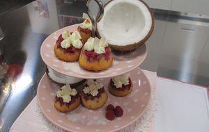 Enies Upside-Down-Rasberry-Muffins sind mit Himbeeren befüllt und mit Sahne-C...
