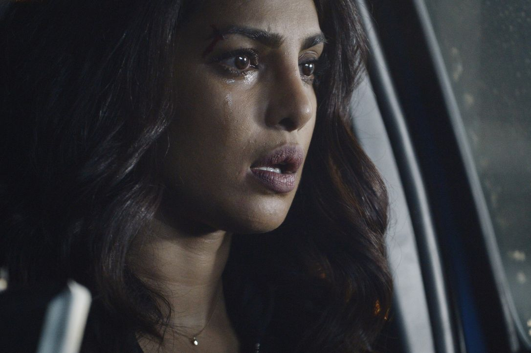 Alex (Priyanka Chopra) wird mit der Atombombe im Wagen von Drews Stimme mit unbekanntem Ziel durch die Stadt gelotst ... - Bildquelle: Philippe Bosse 2016 American Broadcasting Companies, Inc. All rights reserved.