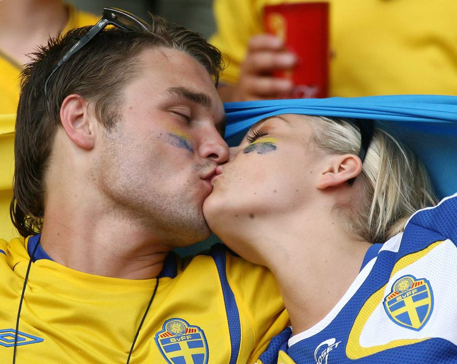 Fußball-Fan-Schweden-060615-dpa - Bildquelle: dpa