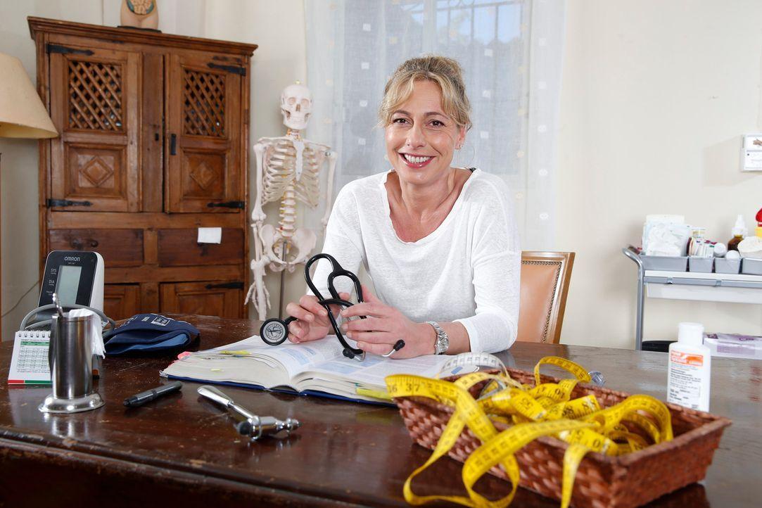 Camp-Ärztin dr. med Christine Tabacu - Bildquelle: SAT.1/Morris Mac Matzen