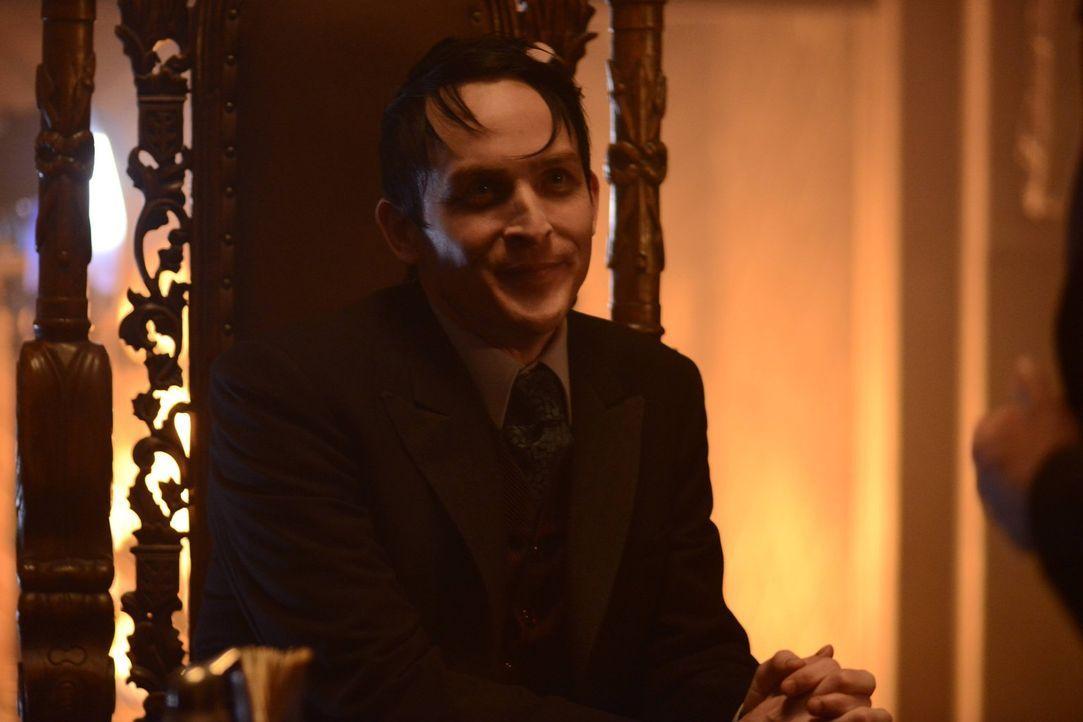Ist nun König von Gotham und hat deren Unterwelt fest im Griff: Penguin (Robin Lord Taylor) ... - Bildquelle: Warner Brothers